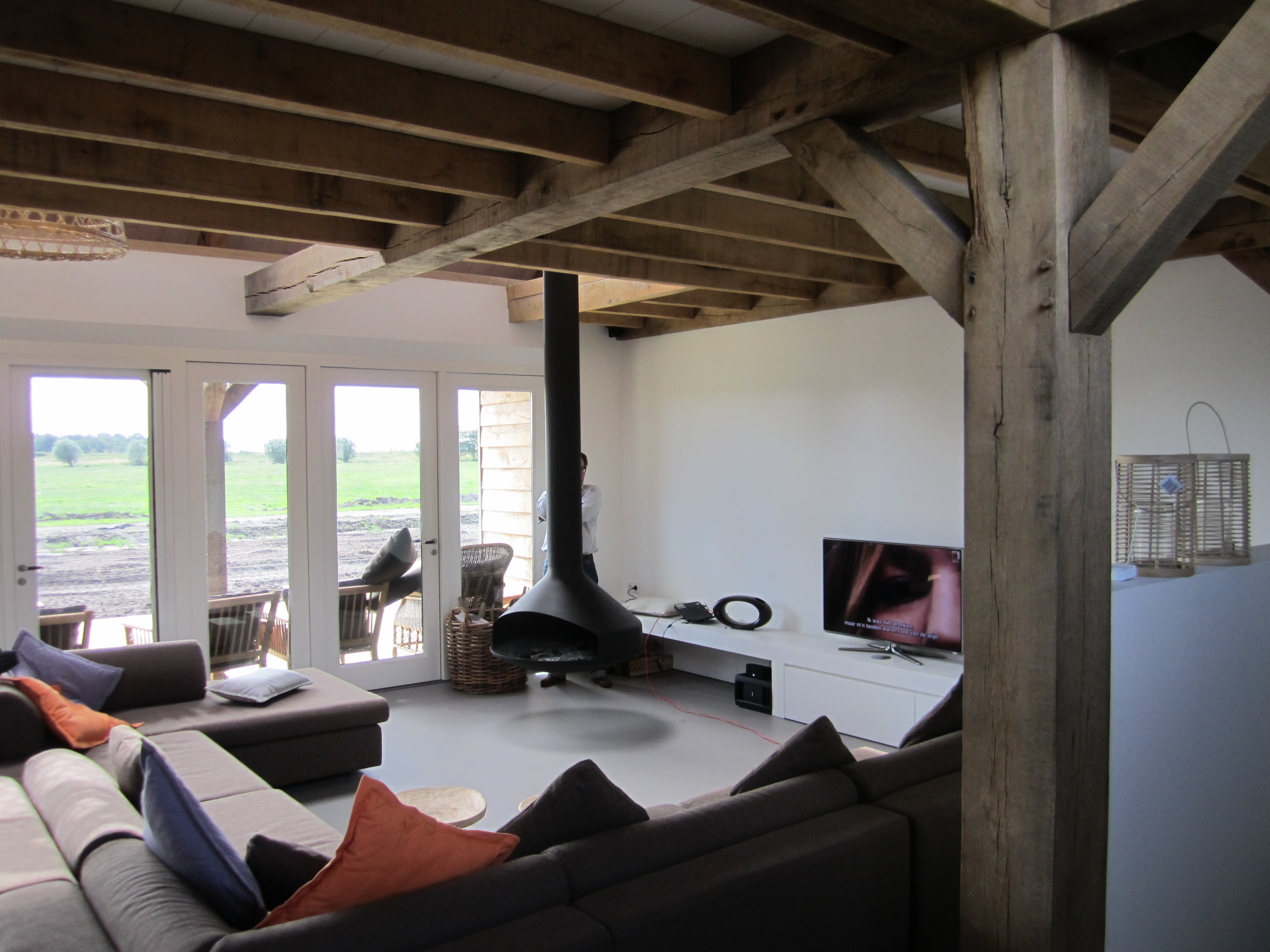 Woonkamer eiken badkamer plafond maken visgraat parket enkel gerookt wit geolied for Deco woonkamer moderne woonkamer